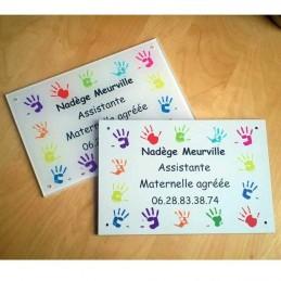 Visuel plaque assistante maternelle mains