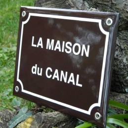 Plaque de rue marron